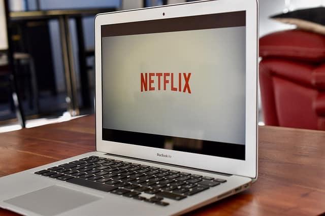 Netflix: come fare per pagare di meno (solo 3,99€/mese)